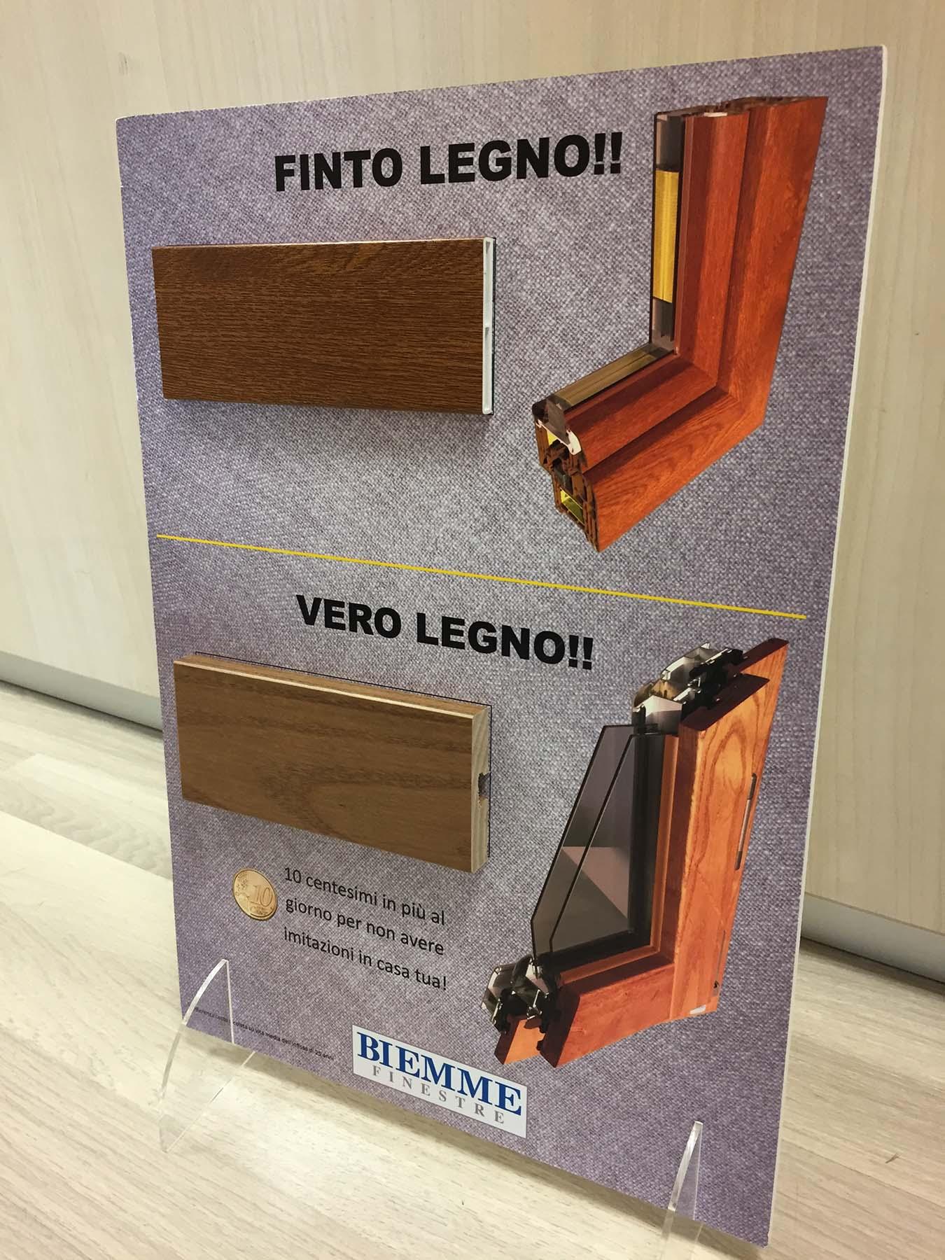 espositore_finto_legno